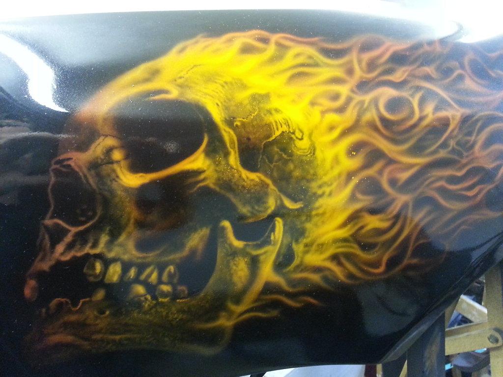 burning-skull-on-fender-002.jpg
